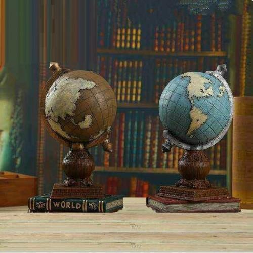 تحفة انتيكا على شكل كرة ارضية وتحتها كتاب موديل 1048