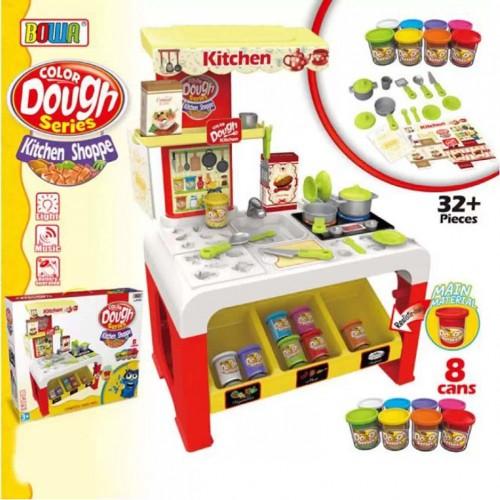 لعبة مطبخ الأطفال لتشكيل أدوات المطبخ باستخدام الملتينة والقوالب الخاصة بها