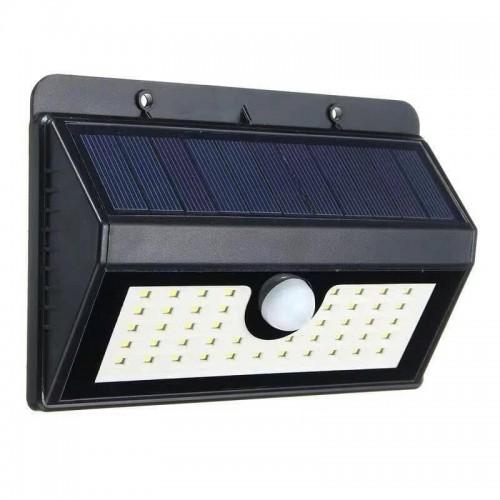 كشاف يعمل على الطاقة الشمسية  يحتوي على 55 Led للاضاءة