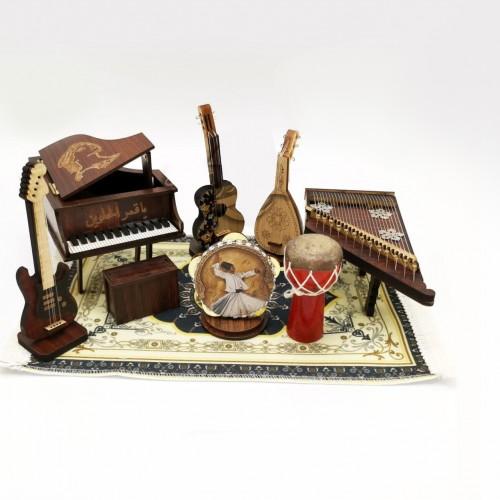 سجادة مع قطع موسيقية مشغولة يدوياً من التراث السوري
