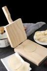 مكبس ضغط لفرد العجين مصنوع من الخشب