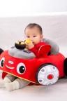مقعد للاطفال على شكل سيارة