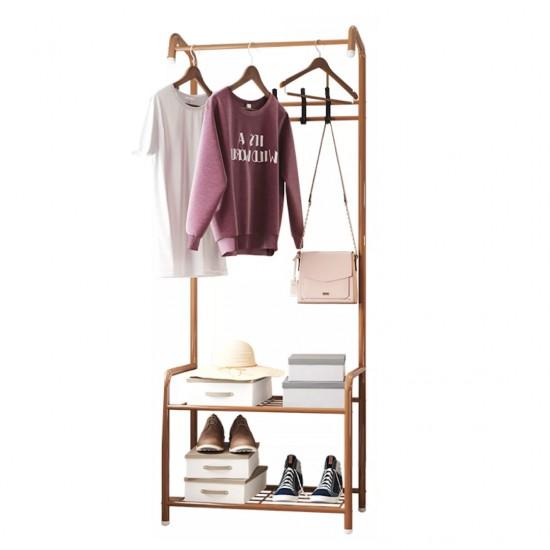 ستاند ملابس معدني يحتوي على علاقات ورفوف لتنظيم الملابس والشنط والاحذية
