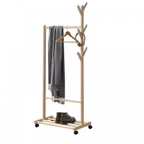ستاند خشبي لتنظيم الملابس يحتوي على علاقه ورف سفلي