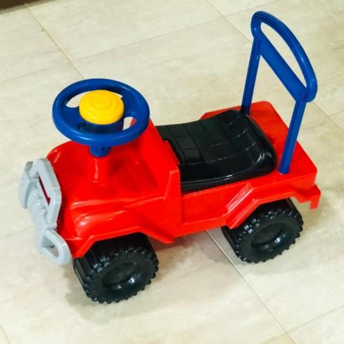 سيارة أطفال بلاستيك
