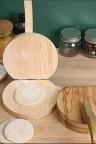 مكبس معجنات مصنوع من الخشب