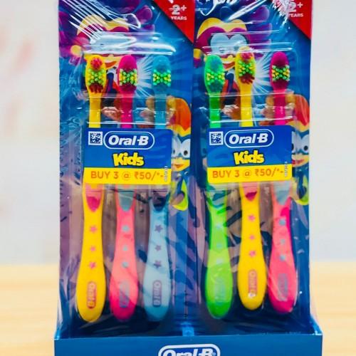 فراشي اسنان للاطفال ماركة اورال بي بالوان مختلفه